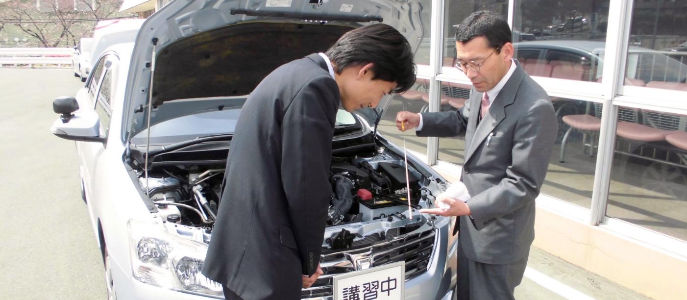 企業講習で運転講習を受ける教習生の写真